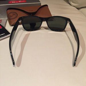Ray-Ban Accessories - Authentic Ray-Ban Wayfarer Sunglasses - Black G-15